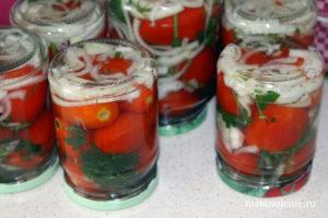 Маринованные помидоры «Пальчики оближешь» займут достойное место даже на праздничном столе