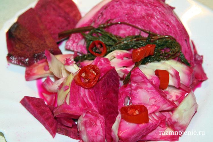 Рецеп и фотографии маринованной капусты по-грузински со свёклой.